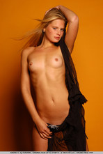 Andrea Sexy Blonde Girl Posing Naked 17
