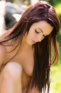 Frida Sexy Nude Babe Outdoors